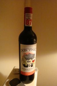 My drink of choice - 2010 Don Vinico Carinena Tempranillo, NT$229 (approx. US$7.65). It's a palatable yet cheap guzzle.