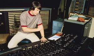 1001_Brian-Wilson_Studio