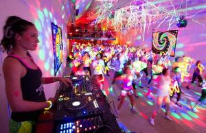 1001_Rave_aerobics-rave